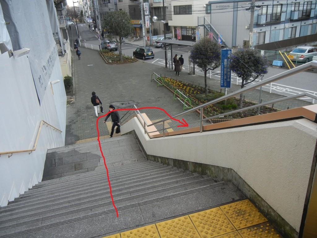 2戸田公園駅東口階段