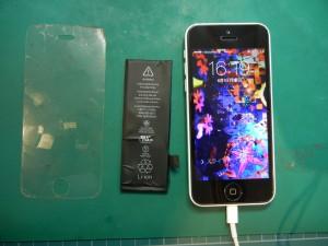 iPhone5Cバッテリー交換修理 / iPhoneが10~30分間隔でブルースクリーンに